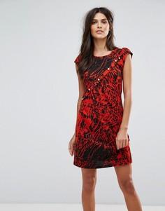 Платье с принтом в виде брызг краски Jasmine - Красный