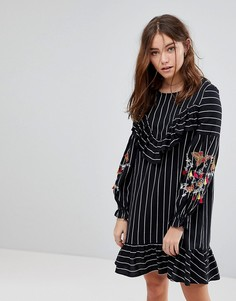 Свободное платье в тонкую полоску с пышными рукавами и вышивкой Glamorous - Черный
