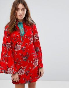 Свободное платье с длинными рукавами и высоким воротником Glamorous - Красный