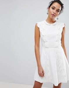 Короткое платье А-силуэта с фигурной вставкой Ted Baker Triski - Белый