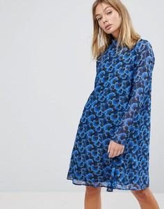 Свободное платье с высоким воротом и цветочным принтом Y.A.S - Синий
