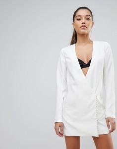 Строгое платье мини с запахом PrettyLittleThing - Кремовый