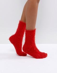 Пушистые носки Monki - Красный