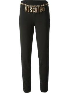 брюки с цепочкой с логотипом Moschino