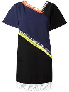 платье с короткими рукавами и отделкой Christopher Kane