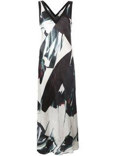 атласное платье макси с принтом DKNY
