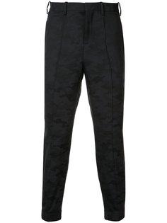 зауженные брюки с камуфляжным узором Neil Barrett