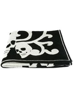 пляжное полотенце с черепами Alexander McQueen