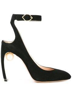 туфли Lola с жемчужиной Nicholas Kirkwood