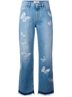 джинсы бойфренда с аппликацией бабочек Valentino