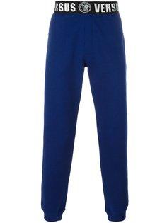 спортивные брюки с логотипом на поясе Versus