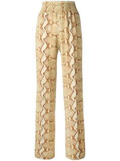 брюки с узором змеиной кожи Givenchy