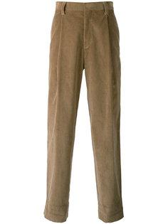 брюки прямого кроя со складками E. Tautz