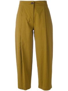укороченные брюки со складками Erika Cavallini