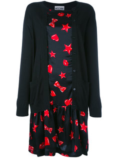 платье с принтом сердец и кардиганом Moschino