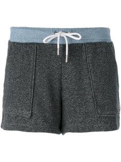 шорты с накладными карманами Maison Kitsuné