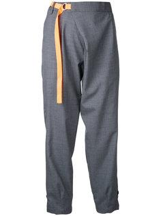 укороченные брюки с ремешком Kolor