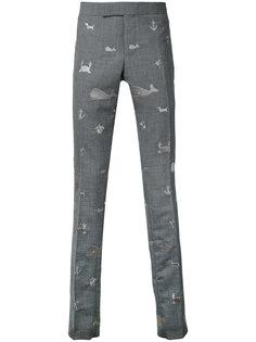 брюки чинос с вышитыми животными  Thom Browne