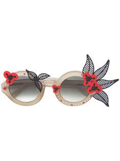солнцезащитные очки с цветочными деталями Linda Farrow