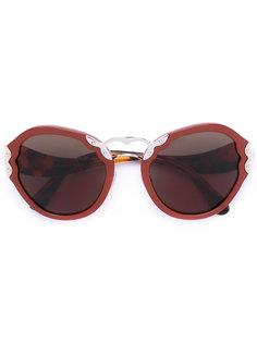 солнцезащитные очки в объемной оправе Prada Eyewear