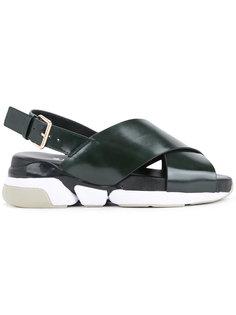 сандалии на утолщенной подошве Clane
