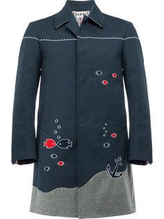 пальто с вышивкой морской тематики Thom Browne