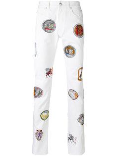 брюки с рисунком в виде нашивок Versus