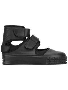 сандалии с ремешками на липучке KTZ