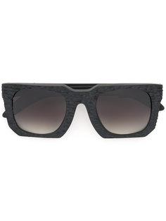 солнцезащитные очки с угловатой оправой Kuboraum