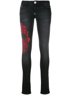 джинсы с черепом из сердец Philipp Plein