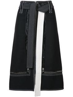 юбка с контрастной строчкой и поясом  Derek Lam