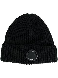 вязаная шапка с бляшкой с логотипом CP Company