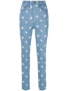 джинсы с завышенной талией и сквозной вышивкой Marc Jacobs