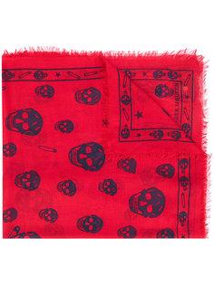 шарф с узором из черепов Alexander McQueen