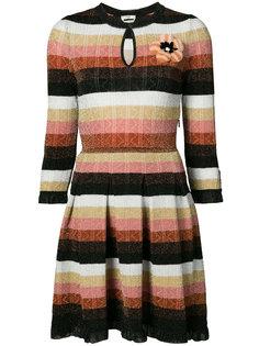 трикотажное платье с цветочной брошью Fendi