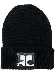шапка-бини с фирменной нашивкой Courrèges