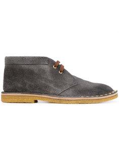 ботинки дезерты с заклепками Prada