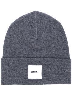 шапка с нашивкой логотипа Oamc