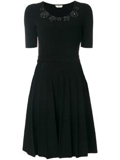 плиссированное платье с аппликацией  Fendi