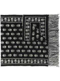 шарф с черепами и бахромой Alexander McQueen