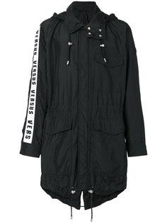пальто с капюшоном Versus