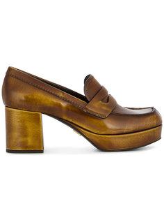 туфли в стиле лоферов с глянцевым отблеском Prada