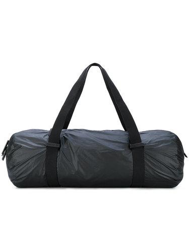 d097b6e06734 Огромный логотип показывает приверженность к бренду и говорит о том, что  его владелец очень стильный человек. Черная спортивная сумка ...
