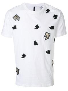футболка с нашивками Lightning Versus