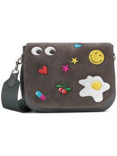 сумка-почтальонка с заплатками Anya Hindmarch