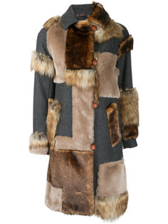 пальто с заплатками из искусственного меха  Kolor
