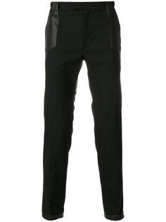 укороченные брюки  с кожаной аппликацией Les Hommes