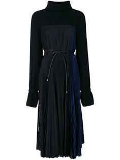плиссированное платье миди с воротником-стойкой Sacai