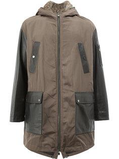 пальто с контрастными панелями и меховой подкладкой Drome