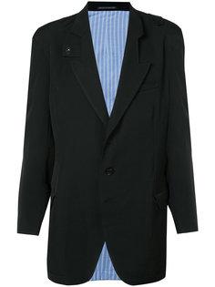 пиджак с пуговичной вкладкой на лацканах Yohji Yamamoto